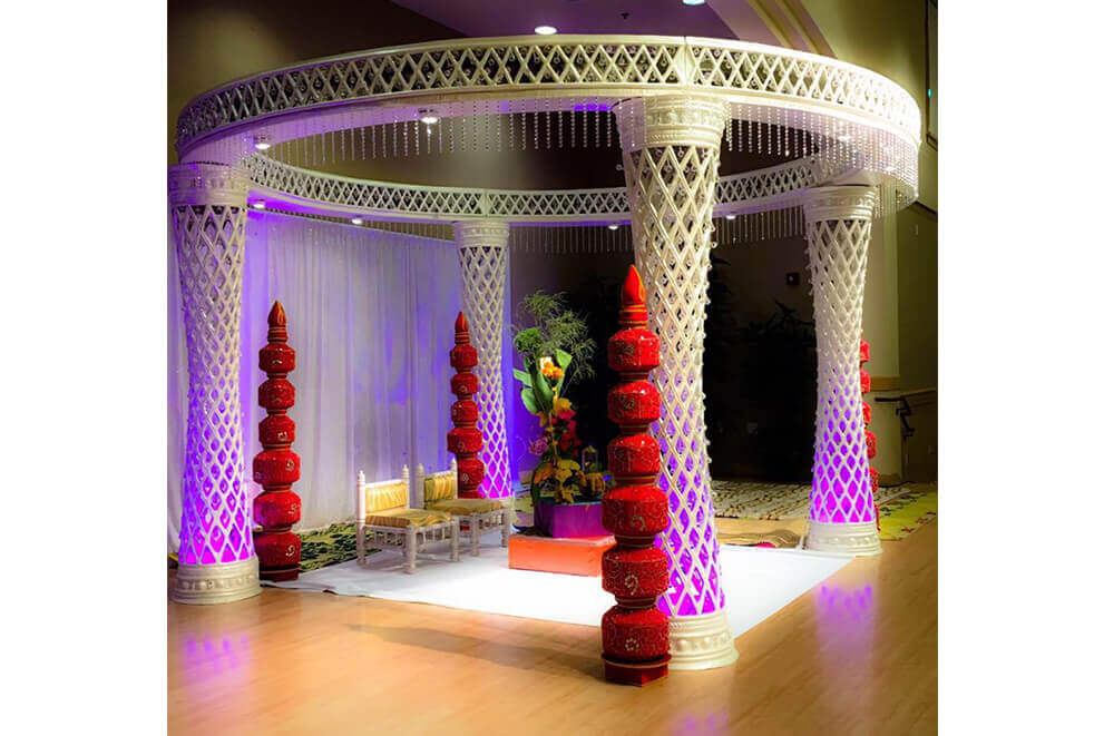 Round White Mandap with Red Matka Pillars